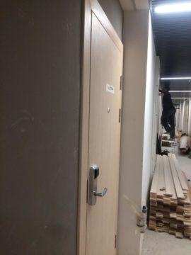 Фото установки звукоизоляционных дверей в апарт-отеле YE'S